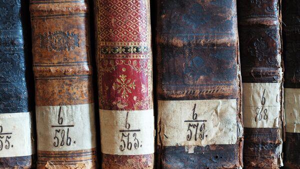 Церковные книги в библиотеке архитектурного ансамбля мужского ставропигиального монастыря Свято-Троицкой Сергиевой Лавре
