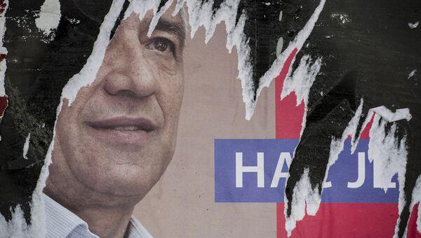 Разорванный плакат сербского политика Оливера Ивановича. 16 января 2018