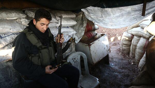 Боец Свободной сирийской армии на позиции курдов в районе Африн. 20 января 2018
