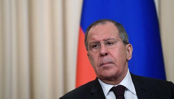 Министр иностранных дел России Сергей Лавров на пресс-конференции после встречи с министром иностранных дел Йемена Абдельмаликом аль-Махляфи в Москве. 22 января 2018