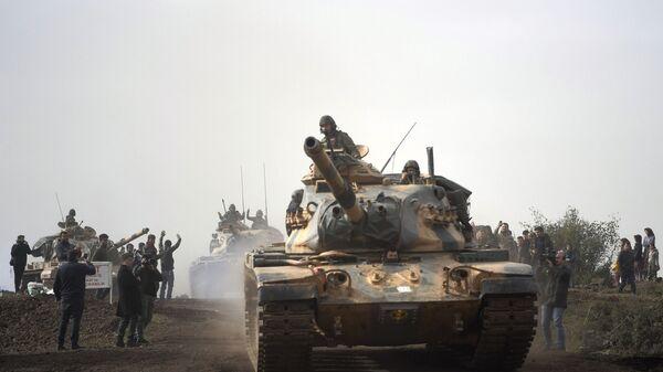 Турецкие танки въезжают в Африн, Сирия. 22 января 2018