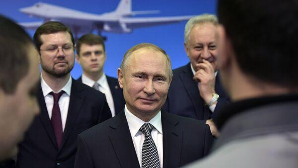 Президент РФ Владимир Путин во время общения с сотрудниками Казанского авиационного завода. 25 января 2018