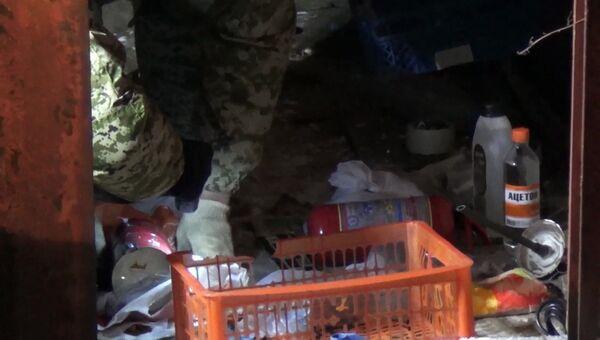 Компоненты для изготовления взрывных устройств на месте попытки задержания сотрудниками ФСБ РФ террориста, готовившего теракт в день выборов президента России. 1 февраля 2018