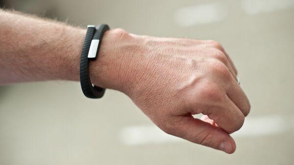 Фитнес-браслет. Архивное фото