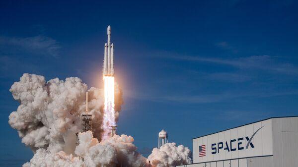Первый запуск ракеты-носителя Falcon Heavy американской компании SpaceX с мыса Канаверал в штате Флорида