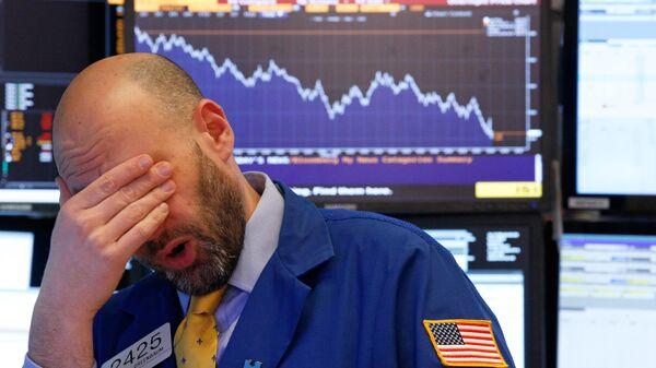 Трейдер на Нью-Йоркской фондовой бирже. 9 февраля 2018