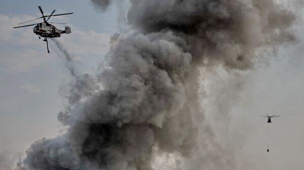 Вертолеты тушат пожар в в Москве