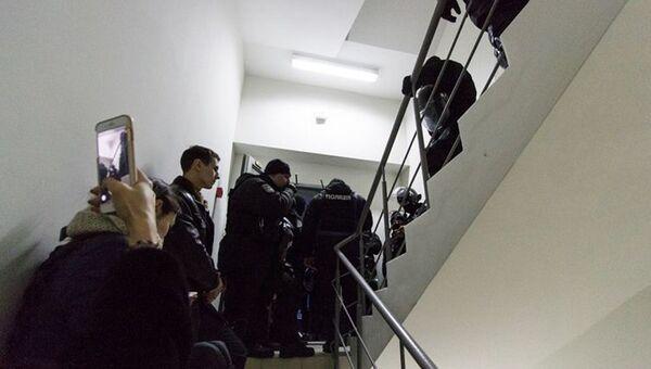 Ситуация у входа в редакцию газеты Вести в Киеве