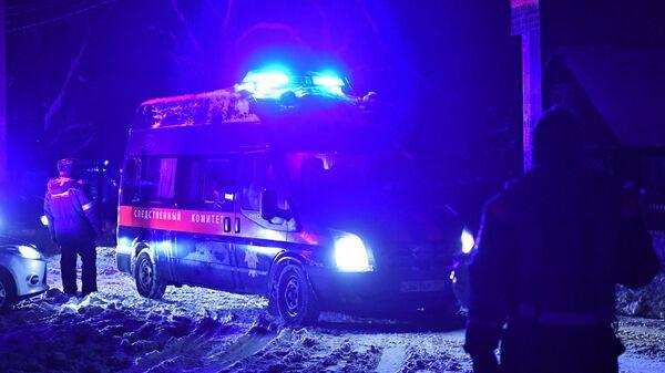 Автомобиль Следственного комитета РФ в Раменском районе Московской области, где самолет Ан-148 Саратовских авиалиний рейса 703 Москва-Орск потерпел крушение 11 февраля 2018 года