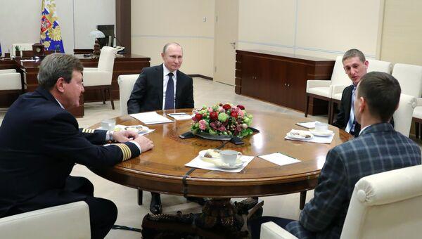 Владимир Путин во время встречи с участниками первого Всероссийского форума Наставник. 14 февраля 2018
