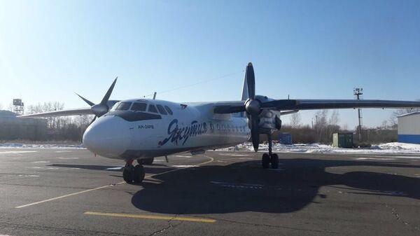 Самолет Ан-24 авиакомпании Якутия, совершивший вынужденную посадку