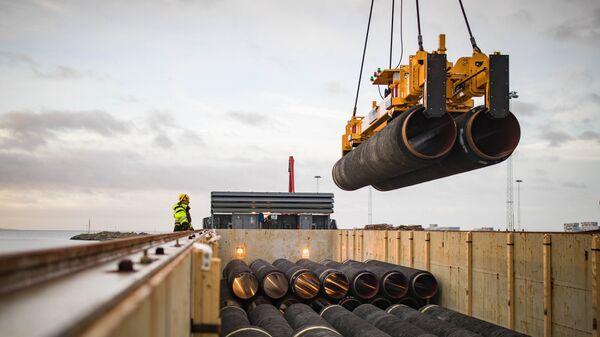 Трубы для строительства газопровода Северный поток — 2 в порту Мукран, Германия