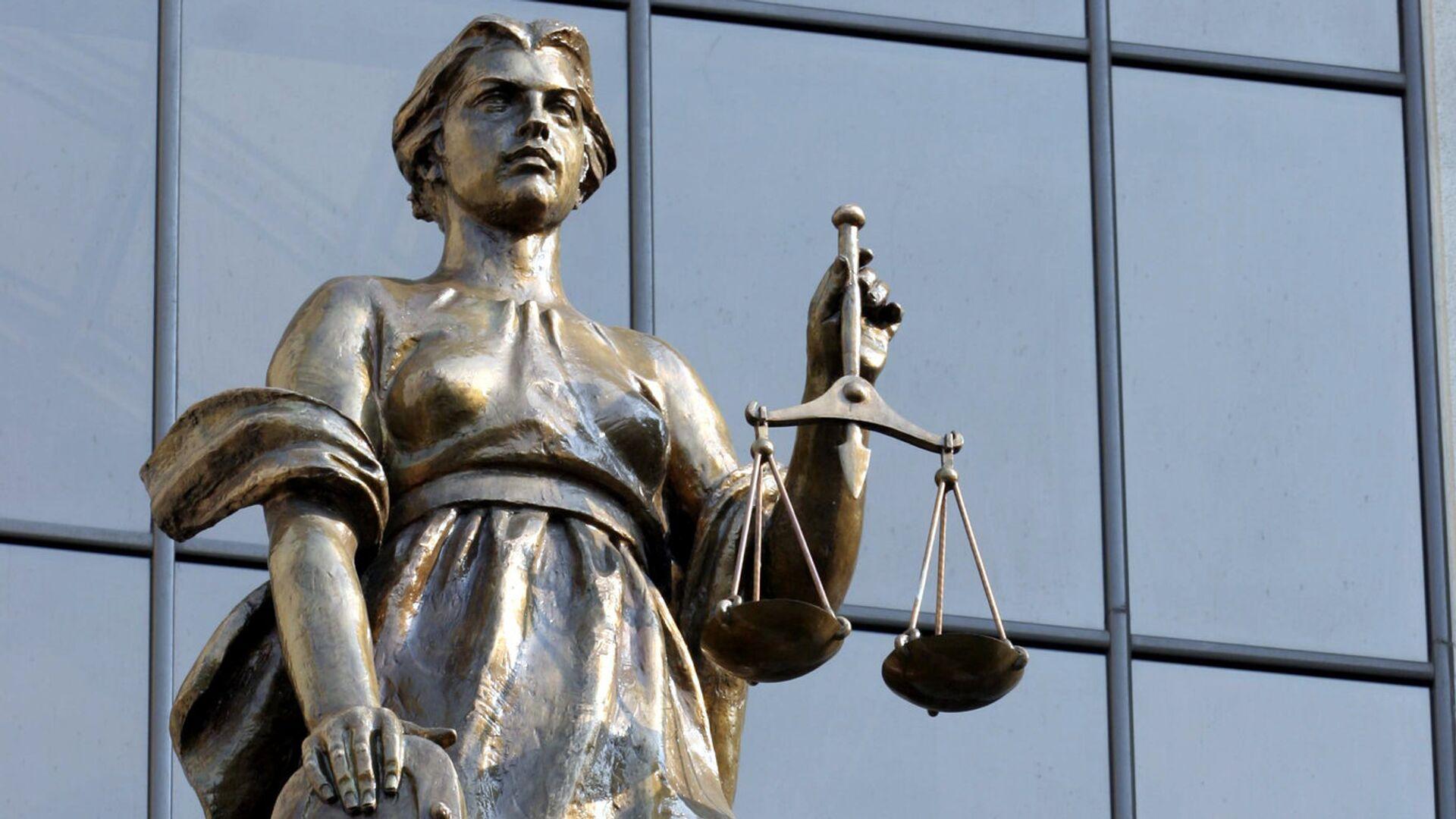 Статуя древнегреческой богини правосудия Фемиды на фасаде здания Верховного суда РФ - РИА Новости, 1920, 21.09.2020
