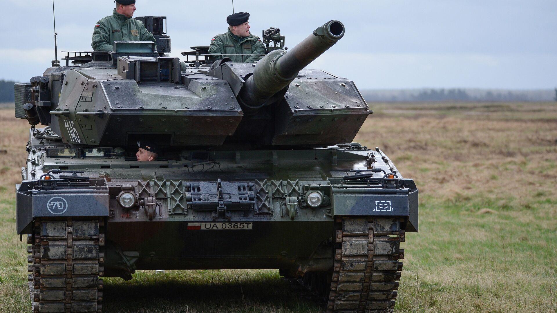 Танк PT-91 Тварды на церемонии приветствия многонационального батальона НАТО под руководством США в польском Ожише - РИА Новости, 1920, 31.03.2021