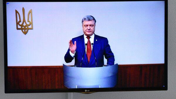 Президент Украины Петр Порошенко выступает в режиме видеоконференции в качестве свидетеля в Оболонском районном суде Киева по делу экс-президента Украины Виктора Януковича. 21 февраля 2018