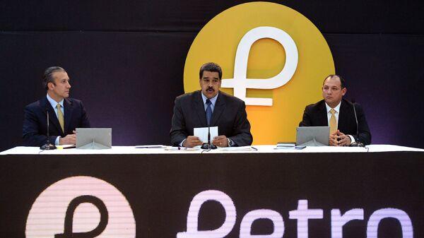 Президент Венесуэлы Николас Мадуро во время церемонии запуска продаж криптовалюты Петро