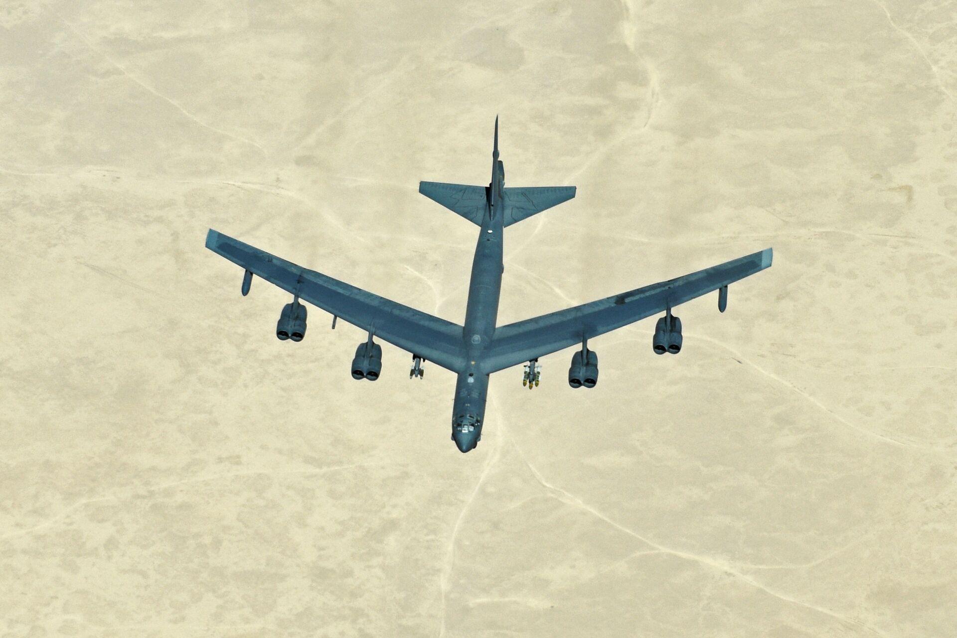 Американский стратегический бомбардировщик B-52 в небе над Сирией - РИА Новости, 1920, 19.03.2021