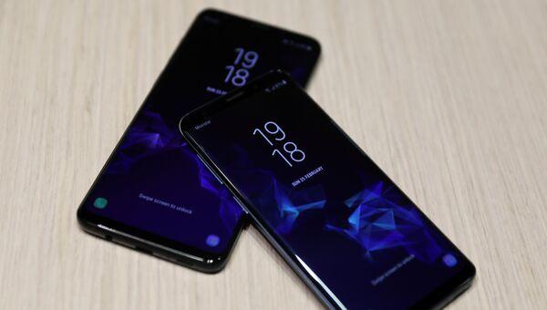Новые смартфоны Samsung S9 и S9 Plus после церемонии презентации на Mobile World Congress в Барселоне, Испания. 25 февраля 2018 года
