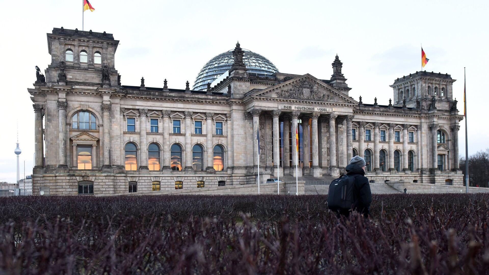 Историческое здание Рейхстага в центре Берлина на Парижской площади - РИА Новости, 1920, 19.09.2020