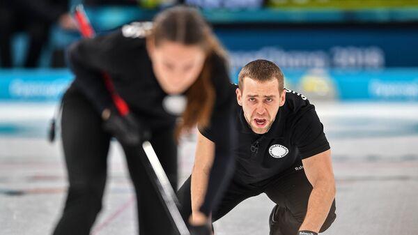Олимпийские спортсмены из России Анастасия Брызгалова и Александр Крушельницкий