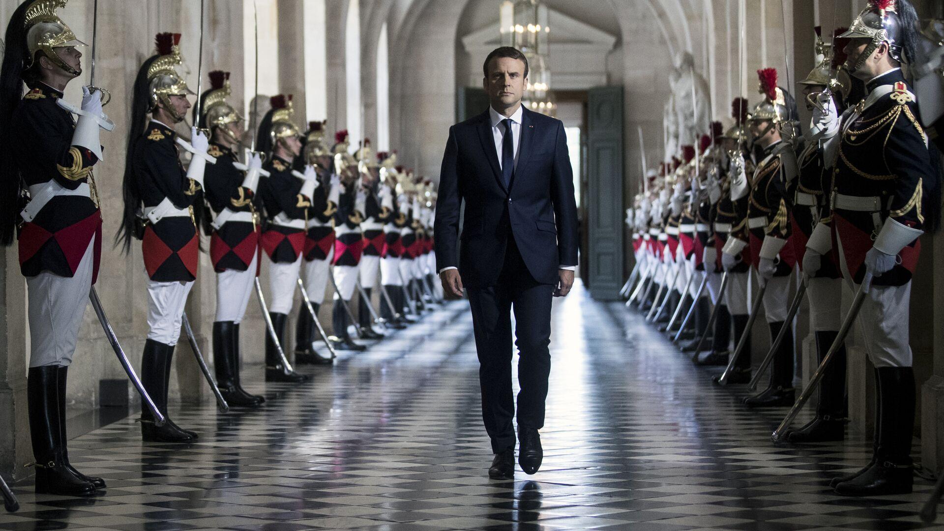 Президент Франции Эммануэль Макрон в Версальском дворце - РИА Новости, 1920, 29.04.2021