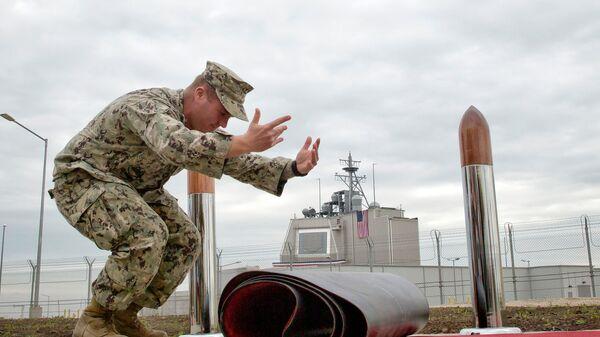 Американский военный на территории военной базы в Румынии