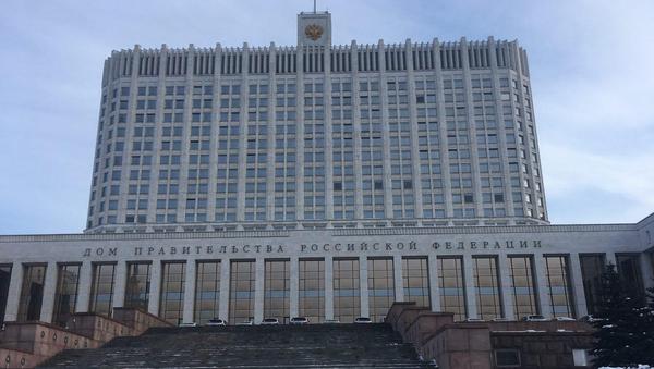 Автомобили, которые сегодня вручат призером Олимпийских игр в Южной Корее, припаркованые у здания российского правительства. 28 февраля 2018