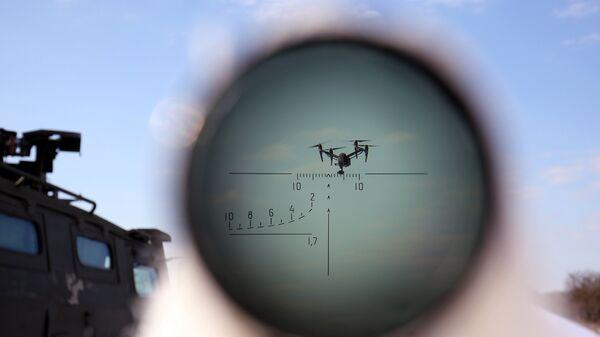 БПЛА, наблюдаемый через оптические ипрецел, во время учений по борьбе с воздушными целями