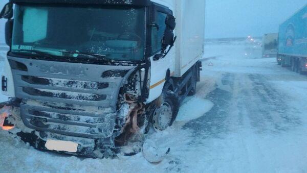 Последствия ДТП в районе 80 км автодороги Орёл-Тамбов. 1 марта 2018