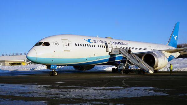 Boeing 787 Dreamliner, летевший из США в Китай, в аэропорту Магадана. 2 марта 2018