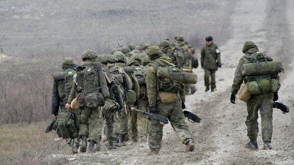 Военнослужащие во время тактических учений. Архивное фото