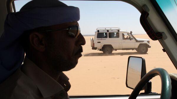 Туристы в Западной пустыне в Египте