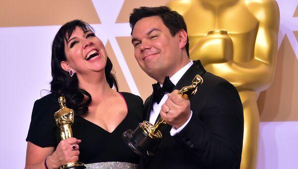 Кристен Андерсон-Лопес и Роберт Лопес на церемонии вручения премии Оскар