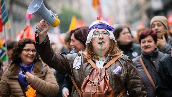 Участницы акции протеста женщин в Барселоне в Международный женский день. 8 марта 2018