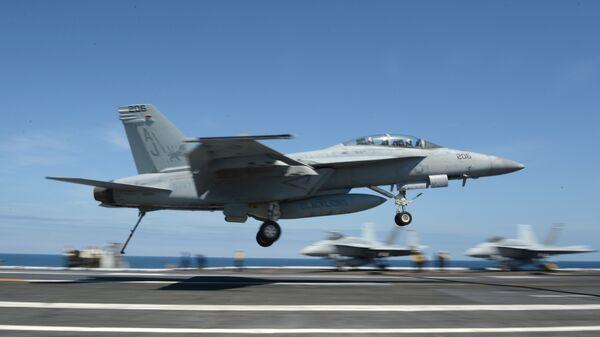 Истребитель ВМС США F/A-18F Super Hornet