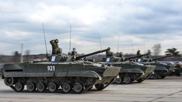 Боевые гусеничные плавающие машины БМД-4М. Архивное фото