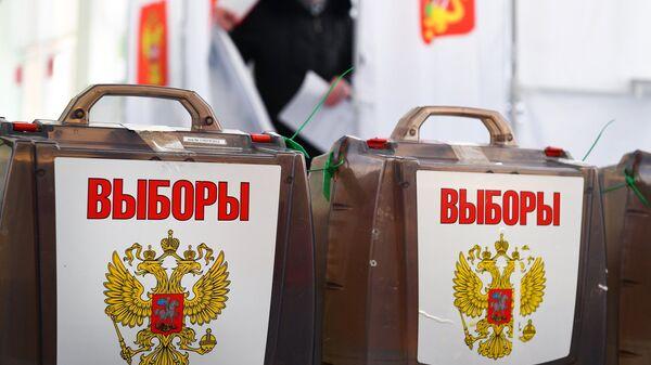Урны на выборах. Архивное фото