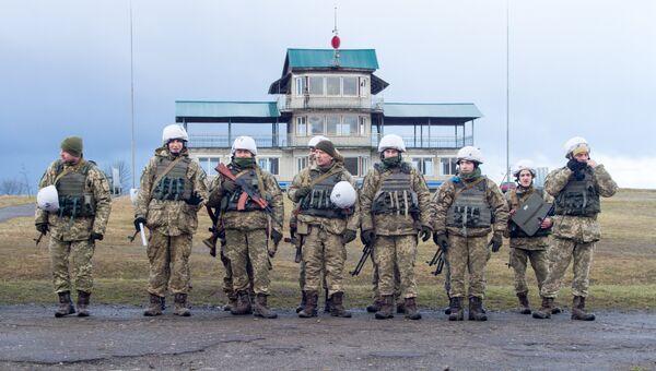 Украинские военнослужащие во время учений на Яворовском полигоне в Львовской области