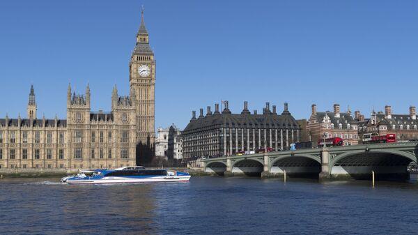 Вестминстерский мост через реку Темза в Лондоне. Архивное фото
