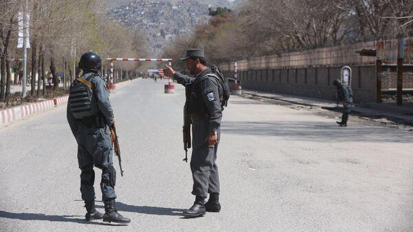Полиция патрулирует улицы после теракта перед университетом в Кабуле