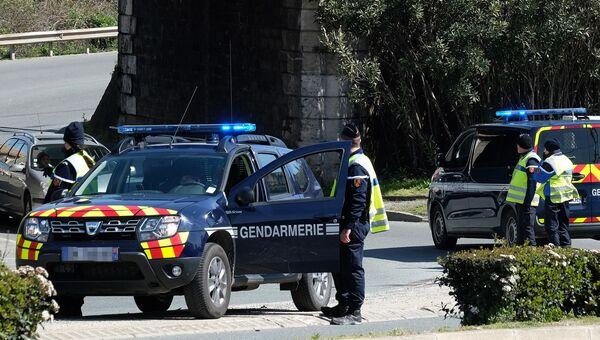 Сотрудники правоохранительных органов в коммуне Треб на юге Франции, где произошел захват заложников. Архивное фото