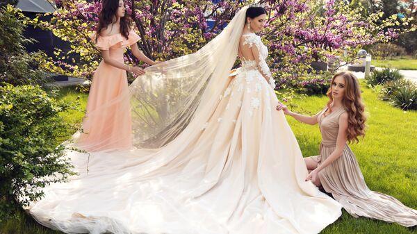 Невеста с подружками. Архивное фото