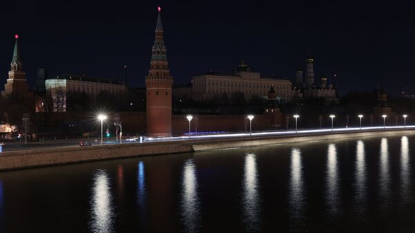 Московский Кремль после отключения подсветки в рамках экологической акции Час Земли. 24 марта 2018