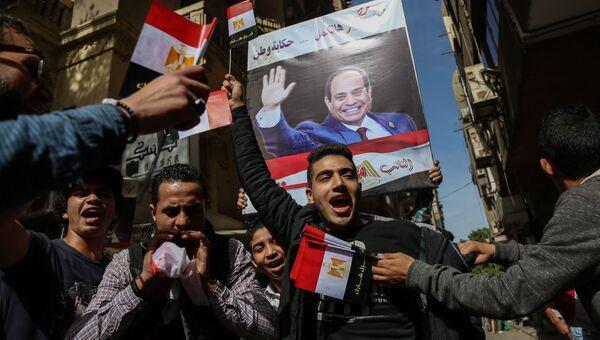 Жители на одной из улиц в Каире во время президентских выборов. Архивное фото