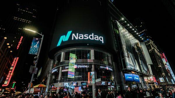 Здание американской биржи NASDAQ в Нью-Йорке