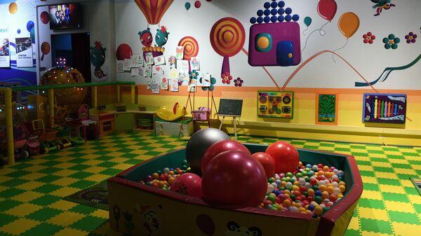 Зал детских аттракционов в одном из торговых центров в Москве