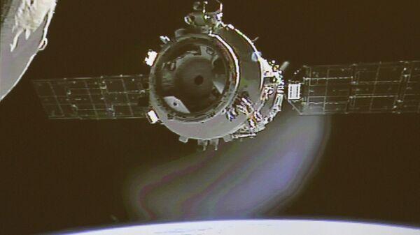 Пилотируемый космический корабль КНР Шэньчжоу-9 стыкуется с космическим аппаратом Тяньгун-1