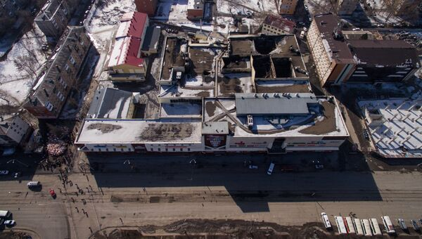 Вид на торгово-развлекательный центр Зимняя вишня в Кемерово. 29 марта 2018