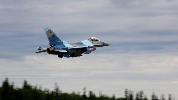 Истребитель F-16 18-й эскадрильи агрессоров (18th Aggressor Squadron)