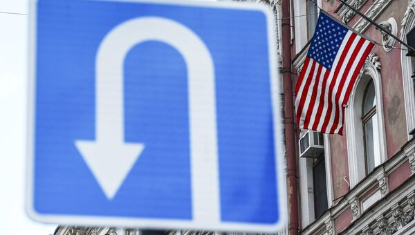 Флаг на здании генерального консульства США в Санкт-Петербурге